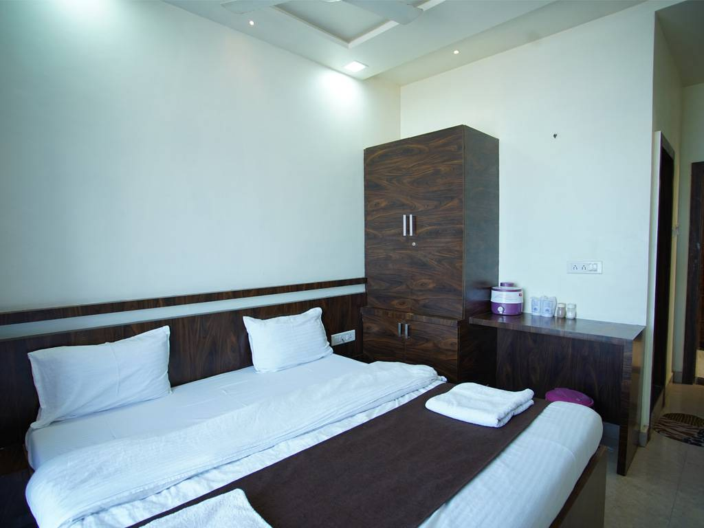 Double Bed AC Premium Sea Side Room